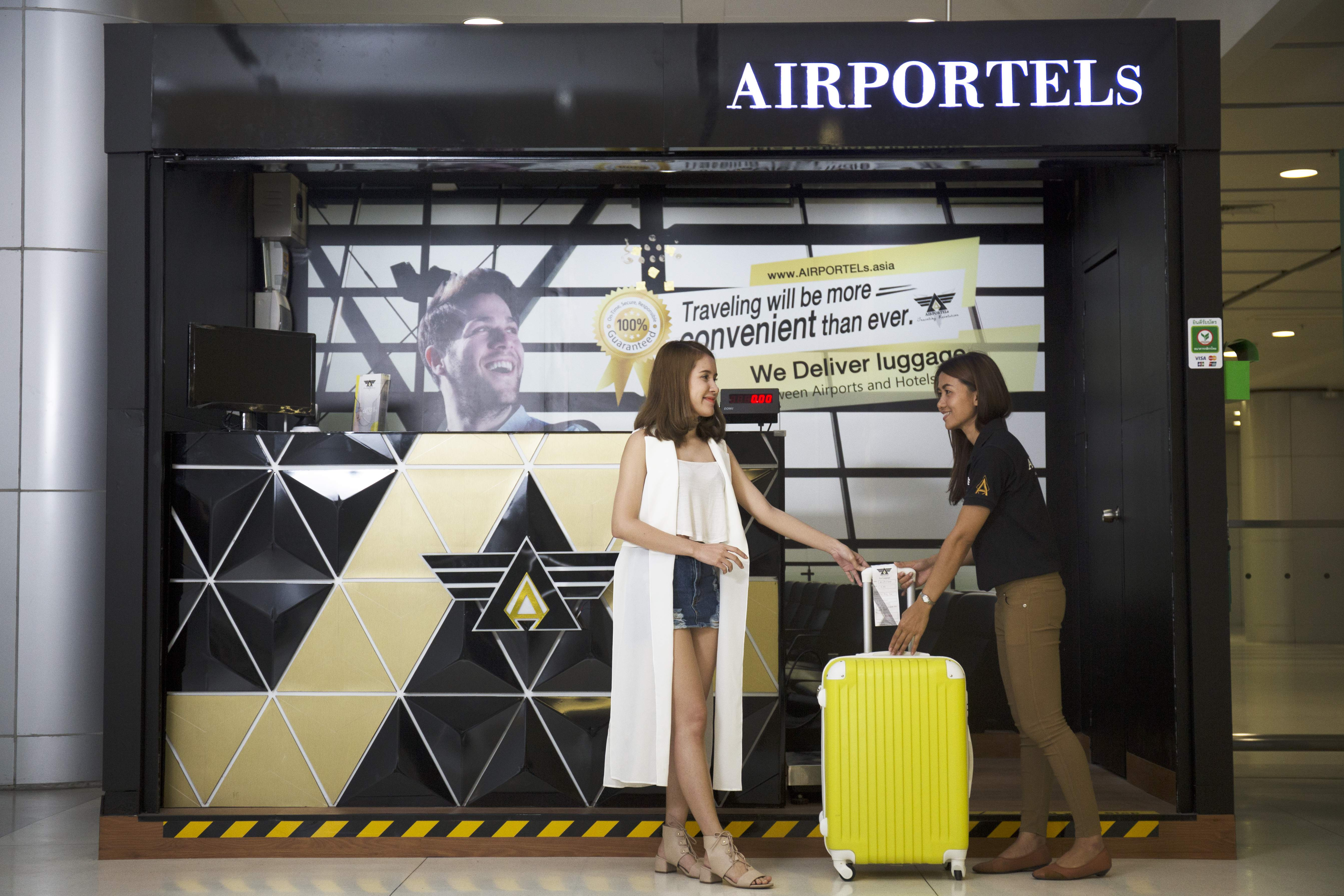 Receive luggage at the airport